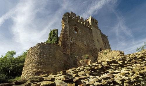 Château de Chalucet en décor du roman historique de Laurent Bourdelas