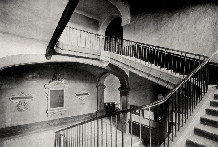 grand escalier du lycée